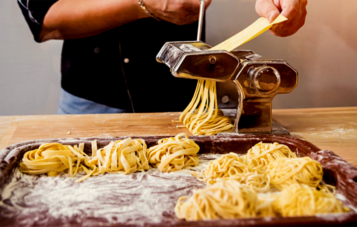 Philips Pasta & Noodle Maker: Home Made Pasta Ready in Minutes